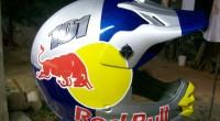 capacete red bull bike